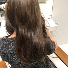 ナチュラル セミロング オリーブカラー 透明感カラー ヘアスタイルや髪型の写真・画像