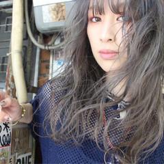 セミロング ストリート ウェーブ 外国人風 ヘアスタイルや髪型の写真・画像