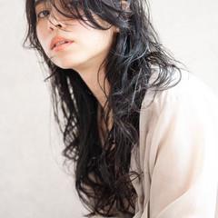 コテ巻き ロング アッシュグレージュ 透け感 ヘアスタイルや髪型の写真・画像