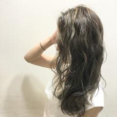 ロング ハイライト 波ウェーブ ブラウン ヘアスタイルや髪型の写真・画像