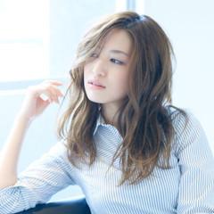 外国人風 フェミニン 大人かわいい ミディアム ヘアスタイルや髪型の写真・画像