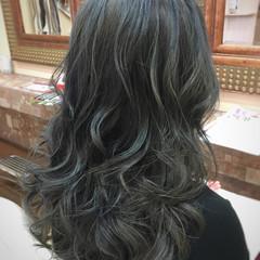 アッシュグレージュ 外国人風 ナチュラル グラデーションカラー ヘアスタイルや髪型の写真・画像