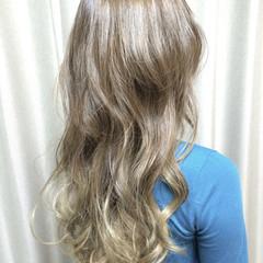 ハイトーン ロング グレージュ バレイヤージュ ヘアスタイルや髪型の写真・画像