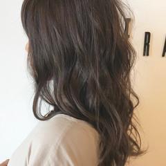 ベージュ セミロング 透明感 アッシュベージュ ヘアスタイルや髪型の写真・画像