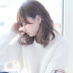 フェミニン モテ髪 グレージュ 簡単 ヘアスタイルや髪型の写真・画像