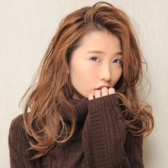 フェミニン 簡単ヘアアレンジ 前髪あり モード ヘアスタイルや髪型の写真・画像