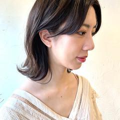 ミディアム アンニュイ ナチュラル可愛い 切りっぱなしボブ ヘアスタイルや髪型の写真・画像