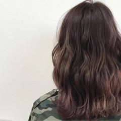 ニュアンス 色気 ミルクティー ミディアム ヘアスタイルや髪型の写真・画像