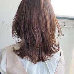 ウルフカット レイヤーカット シースルーバング ミディアム ヘアスタイルや髪型の写真・画像