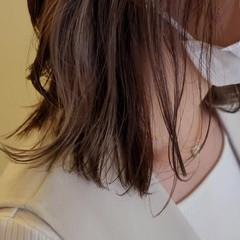 エレガント インナーカラー ミルクティーベージュ ニュアンスウルフ ヘアスタイルや髪型の写真・画像