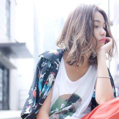パーマ アッシュブラウン ミディアム アンニュイほつれヘア ヘアスタイルや髪型の写真・画像