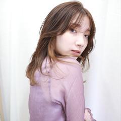 ミディアムレイヤー セミロング 透明感カラー インナーカラー ヘアスタイルや髪型の写真・画像