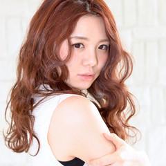 オレンジ 前髪あり 波ウェーブ ロング ヘアスタイルや髪型の写真・画像
