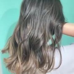 セミロング エアータッチ ナチュラルグラデーション バレイヤージュ ヘアスタイルや髪型の写真・画像