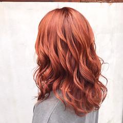 オレンジベージュ オレンジ セミロング ストリート ヘアスタイルや髪型の写真・画像