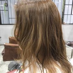 インナーカラー ブロンドカラー ポイントカラー ナチュラル ヘアスタイルや髪型の写真・画像