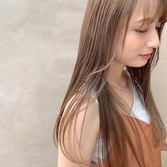 ミルクティーブラウン ベージュカラー 艶カラー ロング ヘアスタイルや髪型の写真・画像