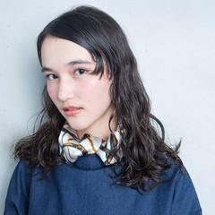 大人かわいい ワイドバング ナチュラル アッシュ ヘアスタイルや髪型の写真・画像