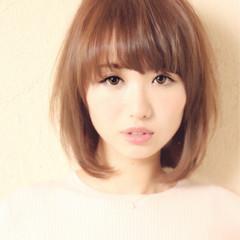 大人女子 小顔 ミルクティー ナチュラル ヘアスタイルや髪型の写真・画像