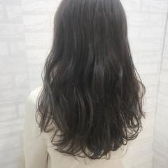 ロング リラックス 暗髪 グレージュ ヘアスタイルや髪型の写真・画像