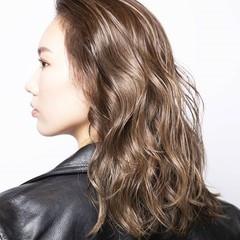 バレイヤージュ ミルクティーグレージュ グラデーションカラー ベージュ ヘアスタイルや髪型の写真・画像