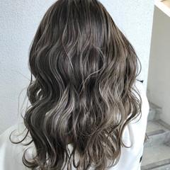 透明感カラー グレージュ ナチュラル ホワイトグレージュ ヘアスタイルや髪型の写真・画像