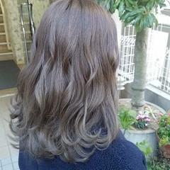 ラベンダーグレージュ グレージュ アッシュグレー 波巻き ヘアスタイルや髪型の写真・画像