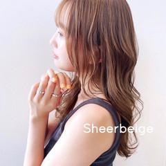 ハイトーンカラー シアーベージュ ベージュ ロング ヘアスタイルや髪型の写真・画像