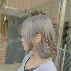 ミルクティーベージュ ラベンダーアッシュ セミロング ブリーチオンカラー ヘアスタイルや髪型の写真・画像