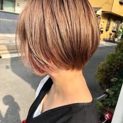 ミニボブ フェミニン インナーカラー ショートボブ ヘアスタイルや髪型の写真・画像