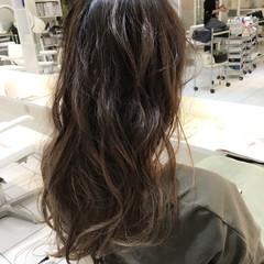 ロング グラデーションカラー ナチュラル ハイライト ヘアスタイルや髪型の写真・画像