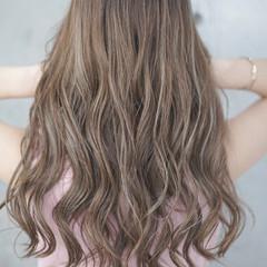 ホワイトハイライト デート ハイライト グレージュ ヘアスタイルや髪型の写真・画像