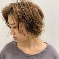 ハイトーンカラー ショート ミルクティーベージュ ショートヘア ヘアスタイルや髪型の写真・画像