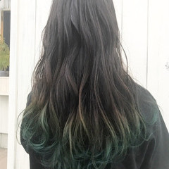 ロング ストリート グリーン インナーカラー ヘアスタイルや髪型の写真・画像