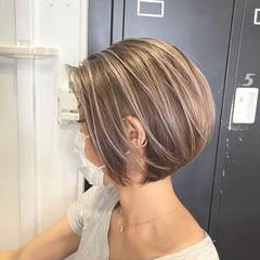 3Dカラー ママ ホワイトアッシュ ナチュラル ヘアスタイルや髪型の写真・画像
