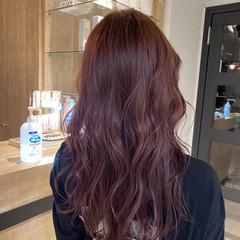 チェリーレッド ラベンダーグレージュ ゆるふわパーマ ラベンダーピンク ヘアスタイルや髪型の写真・画像