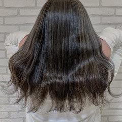 オリーブグレージュ ハイトーンカラー セミロング 透明感カラー ヘアスタイルや髪型の写真・画像
