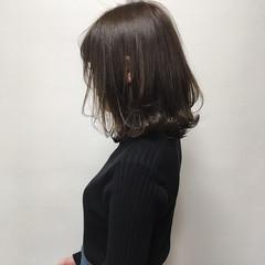 レイヤーボブ 外ハネボブ ダークグレー ロブ ヘアスタイルや髪型の写真・画像