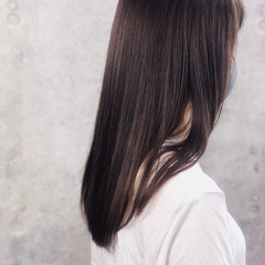 ナチュラル アンニュイほつれヘア レイヤーカット ロング ヘアスタイルや髪型の写真・画像