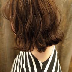 切りっぱなしボブ ミディアム 大人可愛い 外ハネボブ ヘアスタイルや髪型の写真・画像