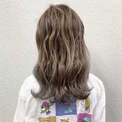 ブリーチ バレイヤージュ グレージュ ガーリー ヘアスタイルや髪型の写真・画像