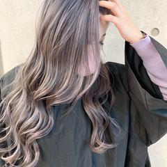 ダブルカラー ラベンダーグレージュ 透明感カラー バレイヤージュ ヘアスタイルや髪型の写真・画像