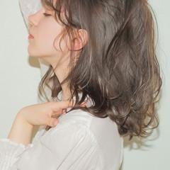 フェミニン アッシュ セミロング 前髪あり ヘアスタイルや髪型の写真・画像