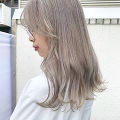 ホワイトベージュ ナチュラル ロング ホワイトカラー ヘアスタイルや髪型の写真・画像