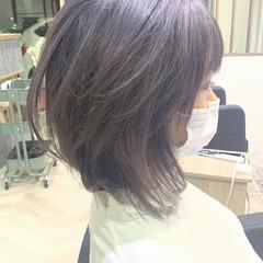 ラベンダーグレージュ フェミニン グレーアッシュ ミディアム ヘアスタイルや髪型の写真・画像