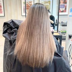 セミロング 外国人風カラー ミルクティーベージュ アッシュベージュ ヘアスタイルや髪型の写真・画像