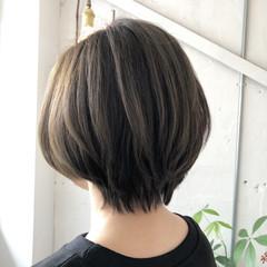 オリーブアッシュ アンニュイほつれヘア ハイライト ショート ヘアスタイルや髪型の写真・画像