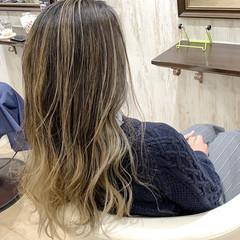 ハイトーンカラー ロング エレガント ホワイトベージュ ヘアスタイルや髪型の写真・画像