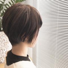 前下がりショート 小顔ショート ハンサムショート ナチュラル ヘアスタイルや髪型の写真・画像