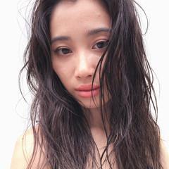 ロング ウェットヘア 透明感 ナチュラル ヘアスタイルや髪型の写真・画像
